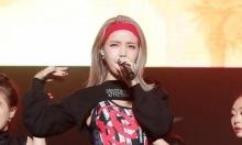 Solar (Mamamoo) khiến fan nhức mắt vì quần cắt te tua