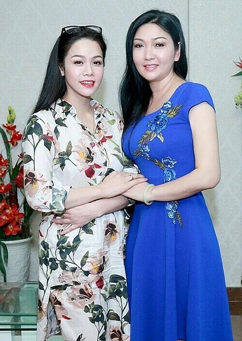 Nhật Kim Anh và chị gái Kim Tính.