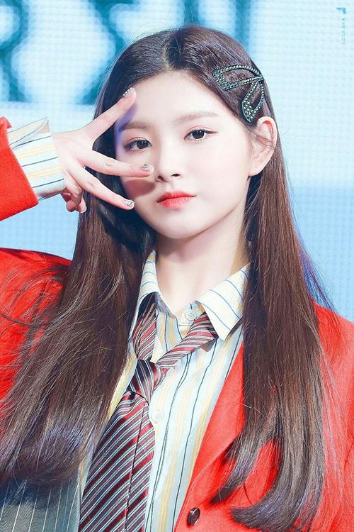 Yirentừng được bình chọn là visual số 1 của Produce 48. Cô nàng debut cùng nhóm Everglow trong năm 2019. Nữ thần tượng có lượng fan quốc tế đông đảo, đứng ở vị trí thứ 4 trong BXH.