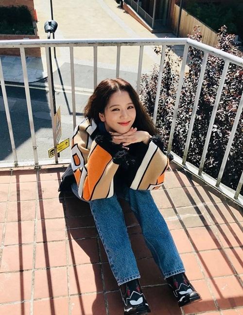 Ji Soo (Black Pink) đốn tim fan bằng nụ cười xinh tươi như hoa.