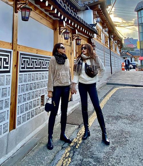 Trên phố, Kỳ Duyên - Minh Triệu khoe style đôi đẹp mắt.
