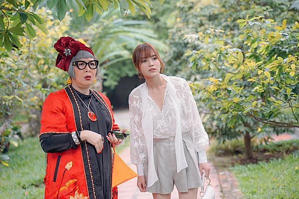 Lan Ngọc tái ngộ NSND Hồng Vân trong phim.