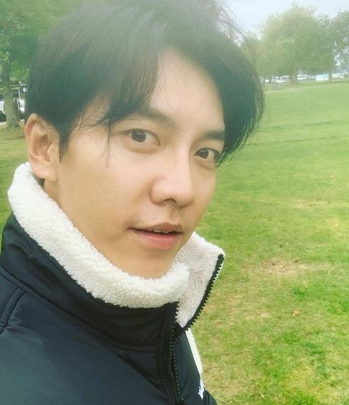 Lee Seung Gi tự tin khoe mặt mộc.