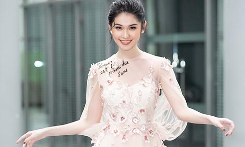 Á hậu Thùy Dung duyên dáng với váy xuyên thấu
