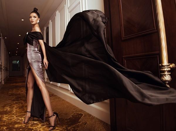 Lâm Thị Bích Tuyền từng vào top 15 Hoa hậu Thế giới Việt Nam. Cô diện đầm ôm sát.