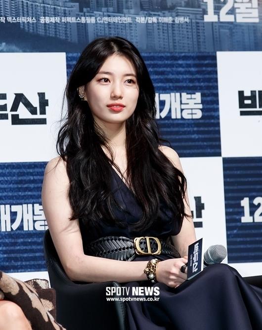Suzy được khen đẹp như nữ thần tại họp báo phim bom tấn - 3