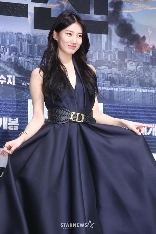 Suzy được khen đẹp như nữ thần tại họp báo phim bom tấn
