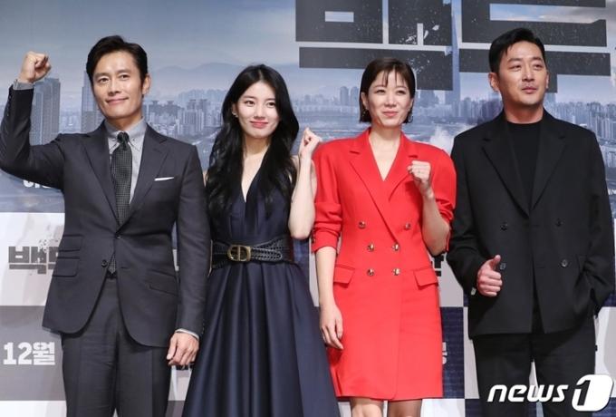 Buổi họp báo còn có sự tham gia của các diễn viên: Lee Byung Hun, Ha Jung Woo, Jeon Hye Jin.