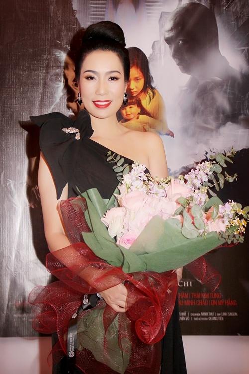 Sao Việt mừng Á hậu Trịnh Kim Chi làm đạo diễn