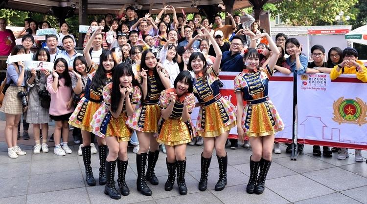 SGO48 là nhóm nhạc được hình thành từ mô hình nhóm nhạc thần tượng nữ nổi tiếng AKB48 của Nhật Bản. Đây là nhóm nhạc đông thành viên nhất ở Vpop từ trước đến nay. 28 cô gái được các chuyên gia Nhật Bản đào tạo đa lĩnh vực từ thanh nhạc, diễn xuất, vũ đạo đến cách ứng xử... Từ khi ra mắt vào cuối 2018, nhóm từng đứng chung nhiều sân khấu lớn cùng các nghệ sĩ Việt và biểu diễn tại nước ngoài.