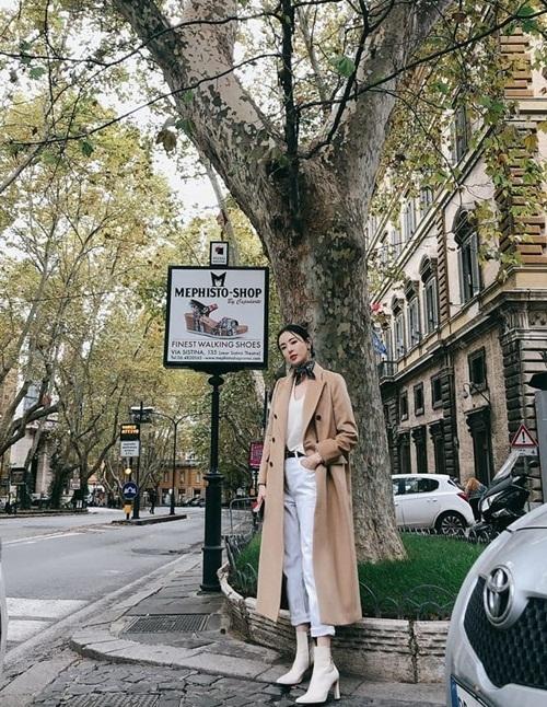 Dáng chuẩn, chân dài giúp Lee Da Hee cuốn hút như người mẫu khi dạo phố ở Rome, Italy.