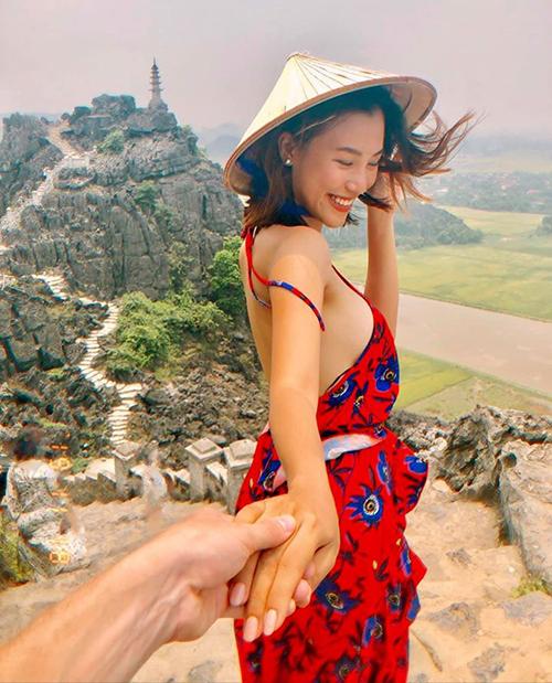 Hoàng Oanh khoe ảnh nắm tay chồng sắp cưới đi Ninh Bình và tâm sự: I wanna be with you everywhere