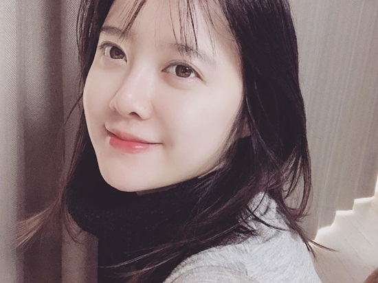 Sau cú sốc ly hôn Ahn Jae Hyun, Goo Hye Sun liên tục khoe vẻ xinh tươi trẻ trung trong những bức ảnh tự sướng.