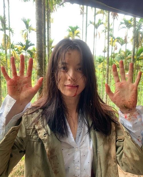 Han Hyo Joo bầm dập tả tơi trong hậu trường phim Treadstone.