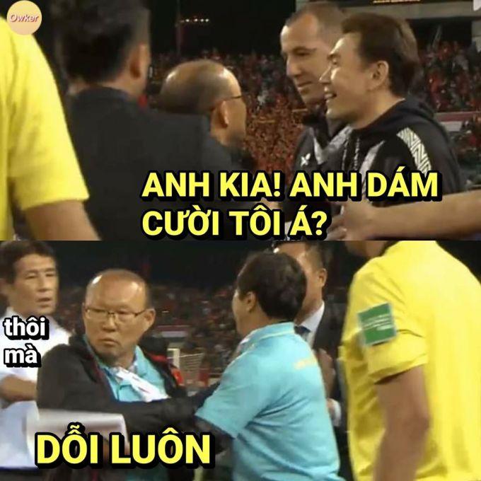 """<p> Giống như trận lượt đi trên sân Thammasat, hai đại kình địch Đông Nam Á, Việt Nam và Thái Lan tiếp tục có trận hòa không bàn thắng vào tối 19/11 tại Sân vận động Mỹ Đình (Hà Nội). Phút cuối trận đấu, HLV Park Hang-seo đã có tình huống căng thẳng, suýt lao vào xô xát với trợ lý huấn luyện viên tuyển Thái Lan. Chia sẻ trong buổi họp báo, ông Park cho hay trợ lý người nước ngoài<a href=""""https://ione.net/tin-tuc/nhip-song/hong/hlv-park-tro-ly-tuyen-thai-cuoi-mia-toi-4014861.html"""" rel=""""nofollow"""">cười mỉa ông</a>. Người hâm mộ lập tức chế ảnh về phản ứng của thầy Park.</p>"""