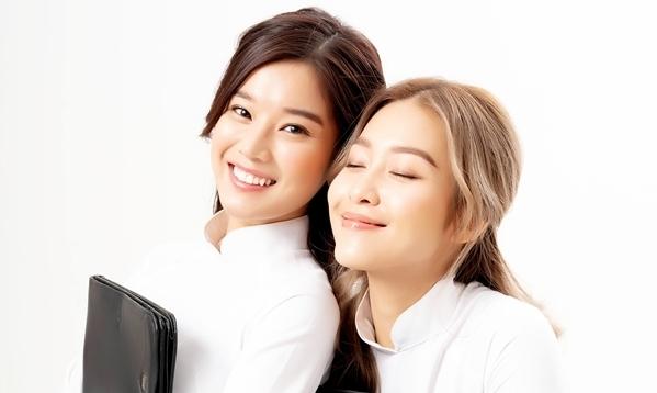 Khả Ngân và Hoàng Yến Chibi vào vai một đôi bạn thân. Hoàng Yến thủ vai An - cô nàng đồng bóng thích những câu chuyện tâm linh.