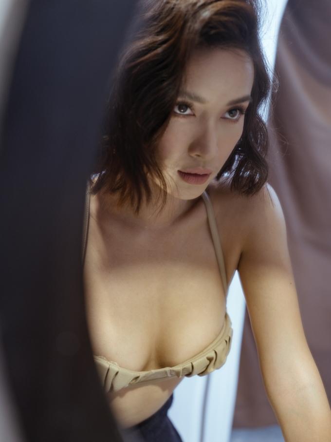 <p> Photo: Trương Tùng Lâm, Stylist: Kye Agency.</p>