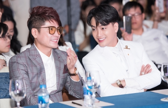 Ca sĩ Lương Gia Huy (trái) và Ti Ti (cựu thành viên nhóm HKT).