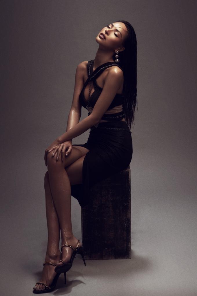 <p> Đón tuổi 28, nàng mẫu cao 1,79 m tung loạt ảnh nóng bỏng đánh dấu bước ngoặt mới của cuộc đời và sự nghiệp.</p>