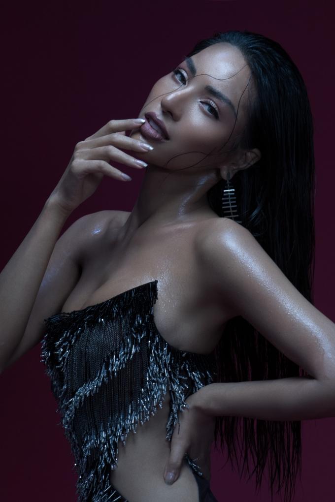 <p> Tuổi mới, Khả Trang chỉ mong bản thân luôn hừng hực đam mê như bây giờ, lạc quan và có sức khỏe thật tốt.</p>
