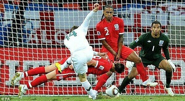 Pha cản bóng bằng đầu của John Terry tại World Cup 2010. Ảnh: PA.