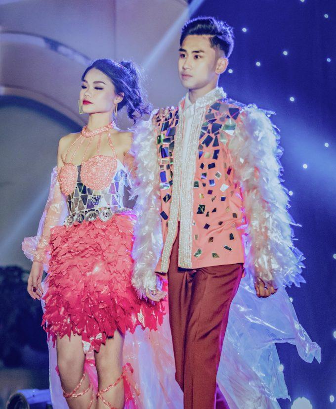 Bộ sưu tập thời trang từ đồ tái chế của teen Chu Văn An