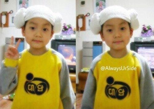 Ảnh hồi bé dễ thương này là nam idol nào? - 5