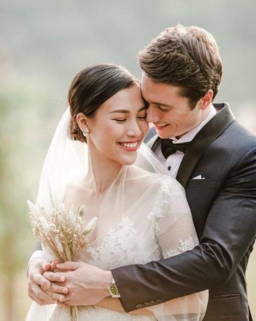 Hoàng Oanh hé lộ ảnh cưới.
