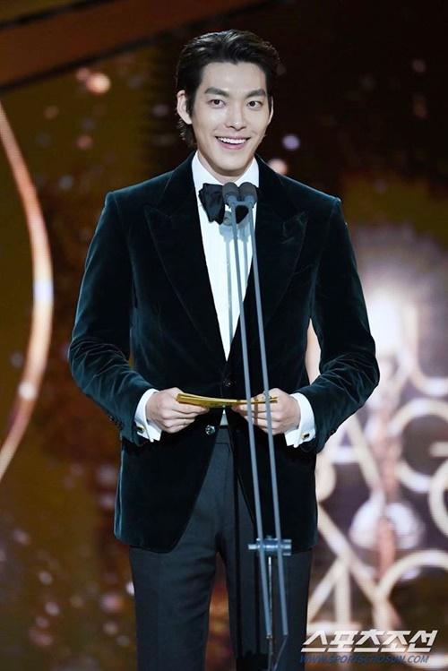 Kim Woo Bin chiến thắng căn bệnh ung thư vòng họng.