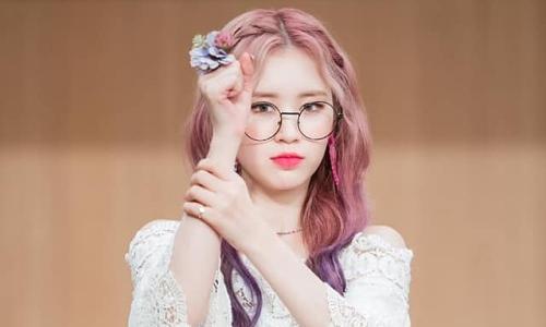 Những mỹ nhân tóc hồng ấn tượng nhất 2019