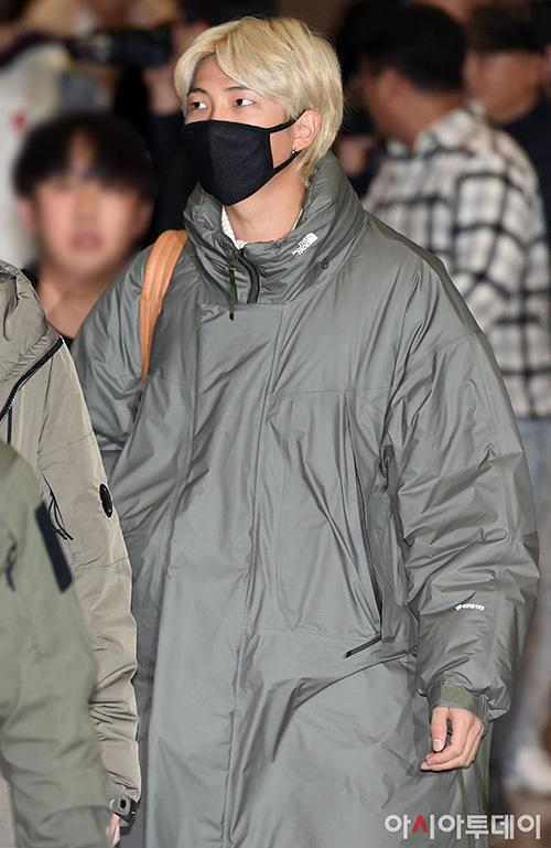 Bộ đôi visual V - Ji Min biến sân bay thành sàn diễn thời trang - 6