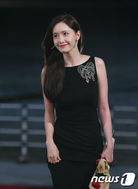 Yoona trở thành nữ thần tượng đầu tiên được đề cử giải Diễn viên xuất sắc ở Rồng Xanh nhờ vai chính trong bom tấn EXIT.