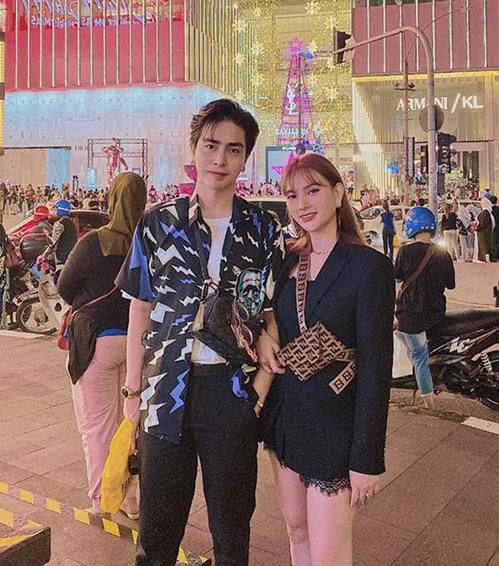 Vợ chồng Thu Thủy rủ nhau đi du lịch Malaysia.