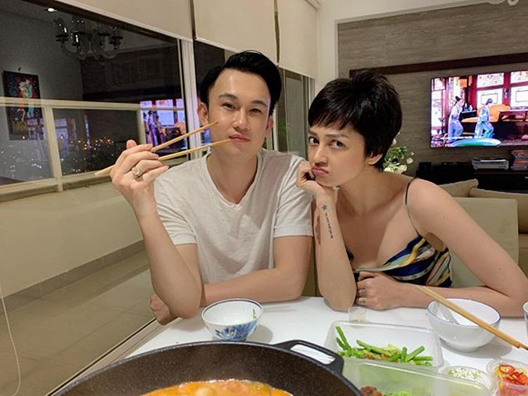 Bảo Anh phụng phịu khi đi ăn cùng Dương Triệu Vũ.