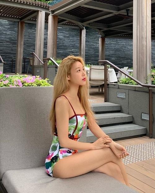 Yu Bin, cựu thành viên Wonder Girls, khoe dáng với bikini ở Singapore.