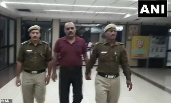 Người đàn ông giả danh bị bắt ở sân bay.