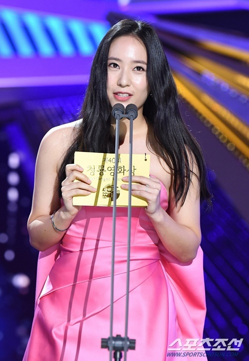 Netizen thất vọng với nhan sắc của Krystal.