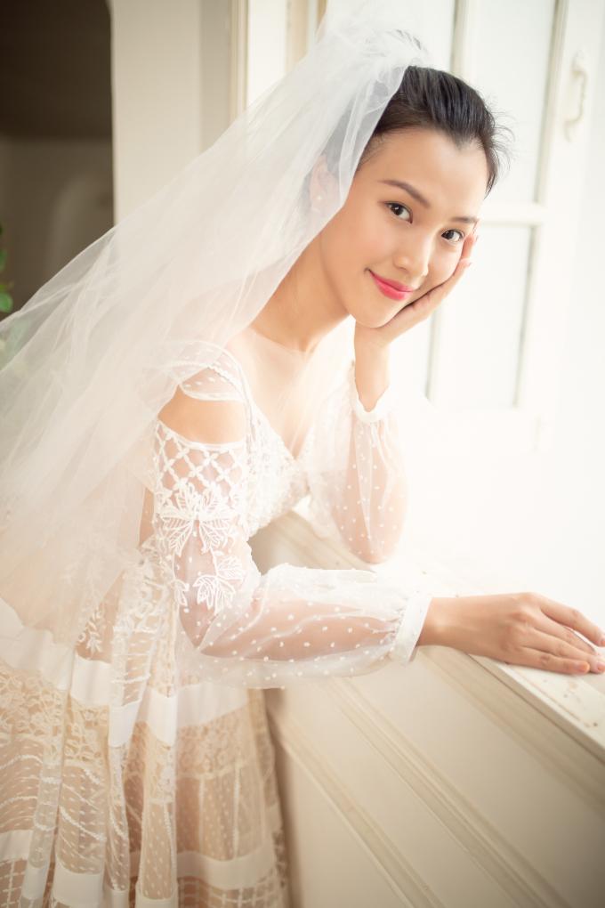 <p> Hôn lễ của Hoàng Oanh sẽ được tổ chức vào ngày 1/12 với sự tham dự của gia đình, đồng nghiệp thân thiết trong giới showbiz.</p>