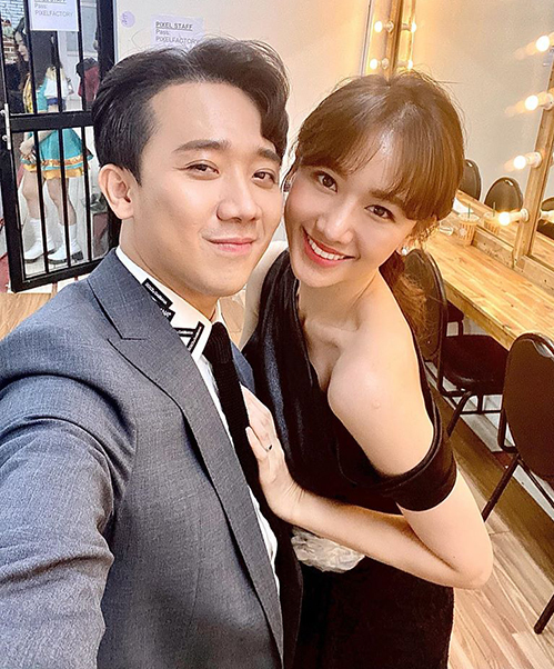 Hari Won nịnh Trấn Thành: Hôm nay anh ấy nhìn đẹp trai hen.