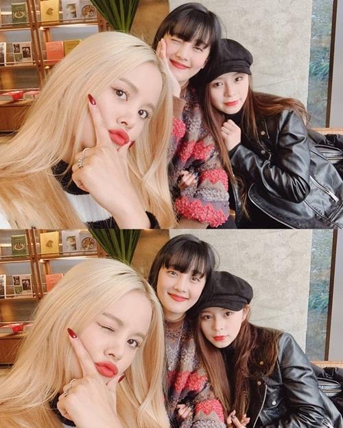 Minnie của (G)I-DLE (giữa) tụ tập cùng cô bạn đồng hương Thái Lan là Sorn (CLC) và Elkie (trái) - idol người Hong Kong của nhóm CLC.