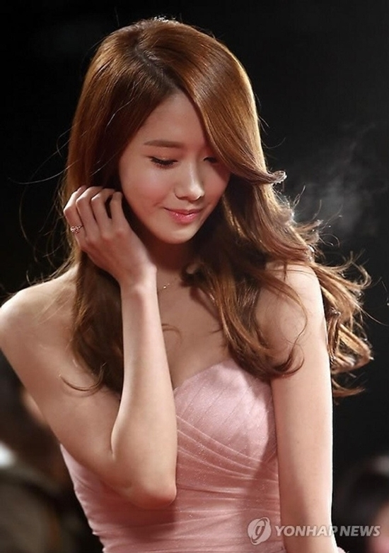 Một trong những khoảnh khắc huyền thoại của Yoona là tại lễ trao giải phim truyền hình đài KBS năm 2012. Vẻ ngoài xinh đẹp như thiên thần của nữ ca sĩ sinh năm 1990