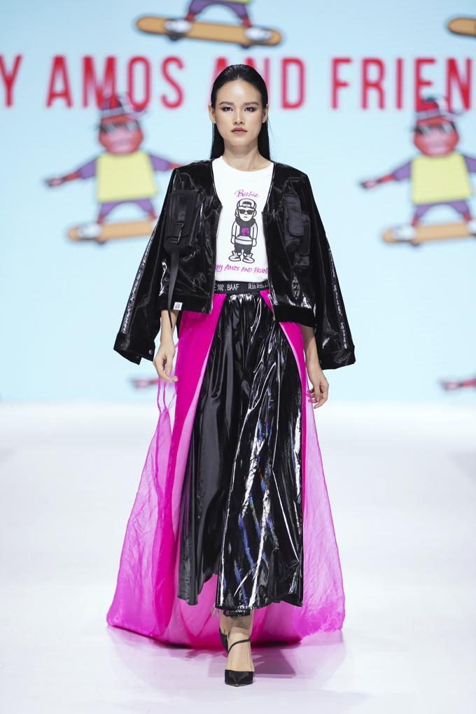 """<p> Tuyết Lan là gương mặt model nổi bật trong BST """"Be Who You Want To Be"""" của NTK Amos Ananda Yoe, đến từ Singapore.</p>"""