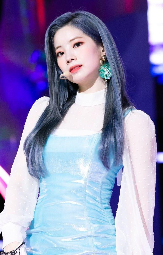 <p> Mỗi lần comeback, cô nàng lại khiến netizen xôn xao với một màu tóc mới, rất lạ mắt và sáng tạo.</p>