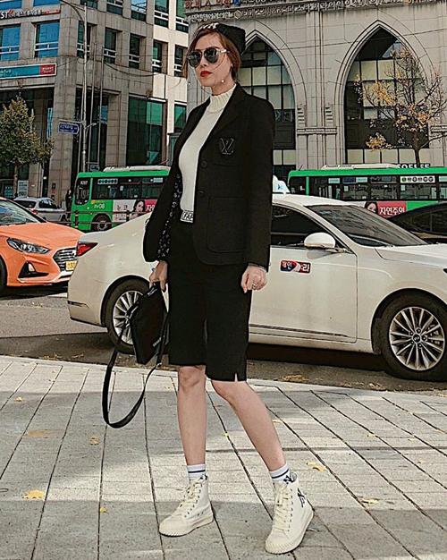 Quế Vân diện style trên đông dưới hè trẻ trung đậm chất Hàn.