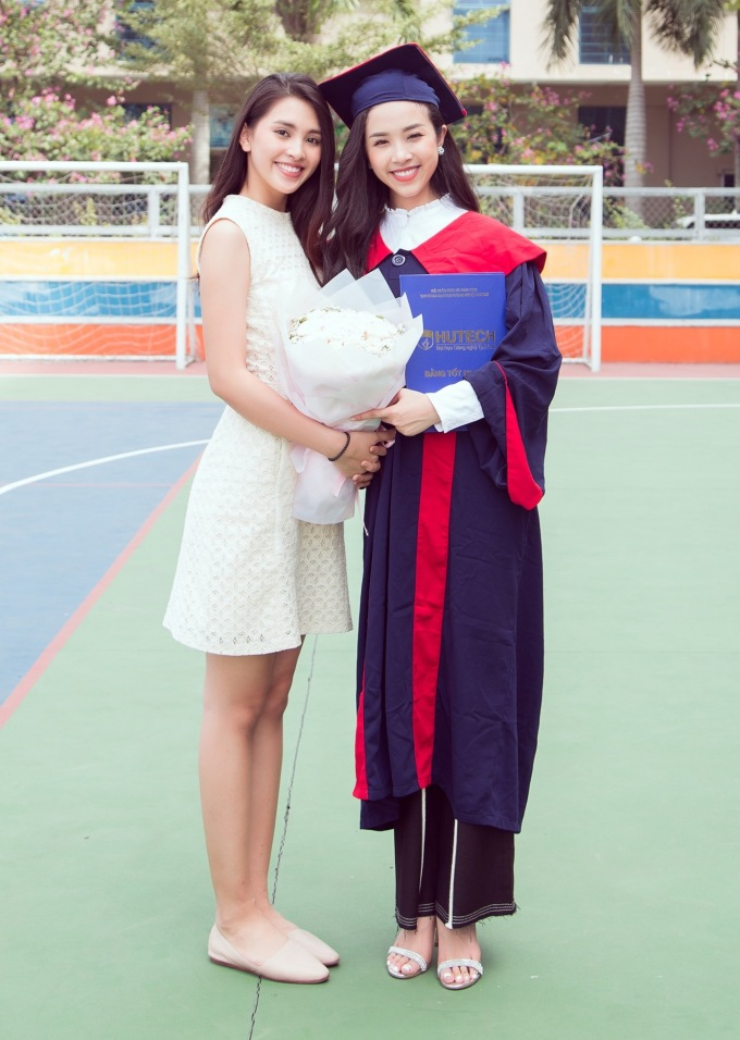 <p> Có mặt chúc mừng Thúy An có Hoa hậu Trần Tiểu Vy. Họ cùng bước ra từ cuộc thi Hoa hậu Việt Nam 2018 với những ngôi vị cao nhất nên rất thân thiết.</p>