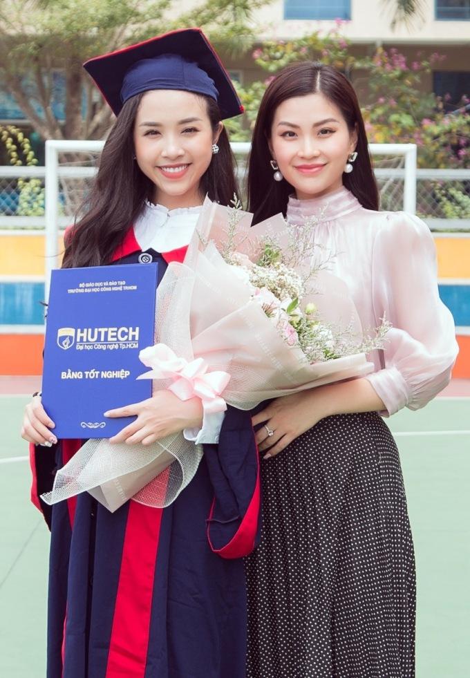 <p> Á hậu Diễm Trang cũng có mặt để chúc mừng đàn em.</p>