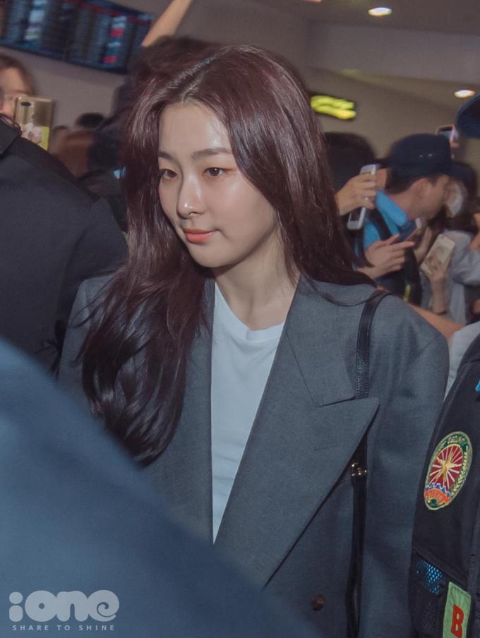 <p> Seul Gi khoe làn da căng bóng ở góc chụp cận.</p>