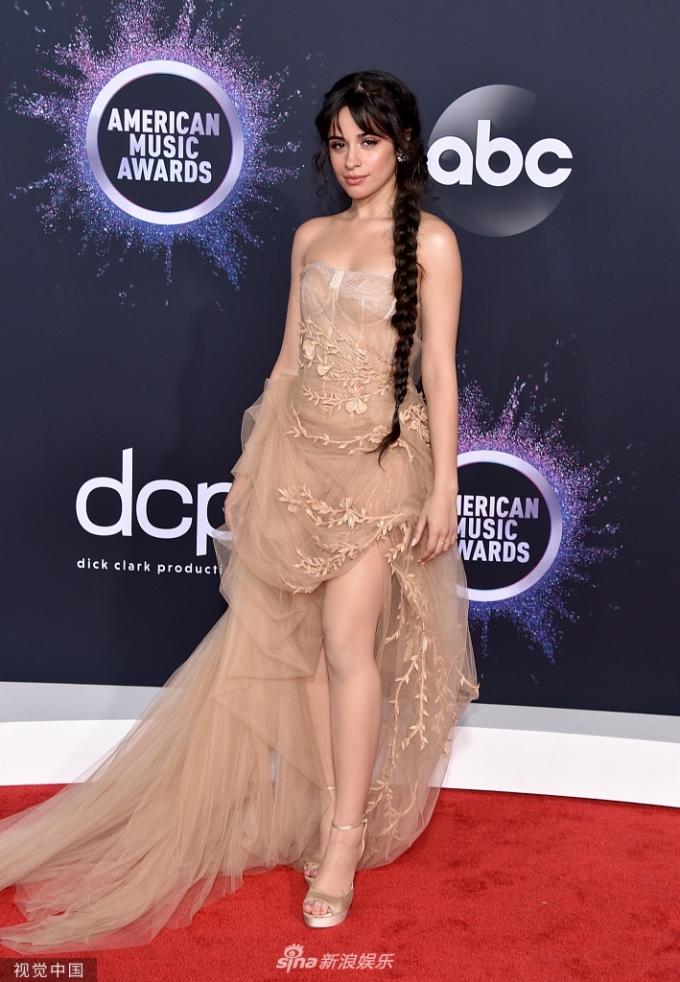<p> Camila Cabello khoe vẻ đẹp ngọt ngào trong bộ váy xuyên thấu thướt tha.</p>