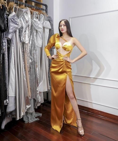 Power Fashion Showdự kiến diễn ra tối27/11 tại TP HCM, quy tụ nhiều người đẹpnhư Đỗ Mỹ Linh, Diễm Trang, Thùy Tiên, Tường San, Kiều Loan...
