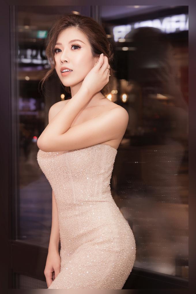 """<p> Trang Pháp khẳng định không hề """"ở ẩn"""" suốt thời gian qua mà chuyển hướng sang nhiều vai trò khác ngoài ca sĩ. Cô góp phần tạo nên dấu ấn cho những ca khúc triệu view ở Vpop ở vai trò sáng tác, viết lời nhạc…Cô là tác giả của loạt ca khúc hit như """"Em hơi mệt với bạn thân anh"""" của Hương Giang, """"I don't believe"""", """"Sống như ta 20"""" của Thu Minh. Cô còn đứng sau những màn debut của Chi Pu như """"Em sai rồi"""", """"Anh xin lỗi em đi""""... với chất nhạc hiện đại.</p>"""